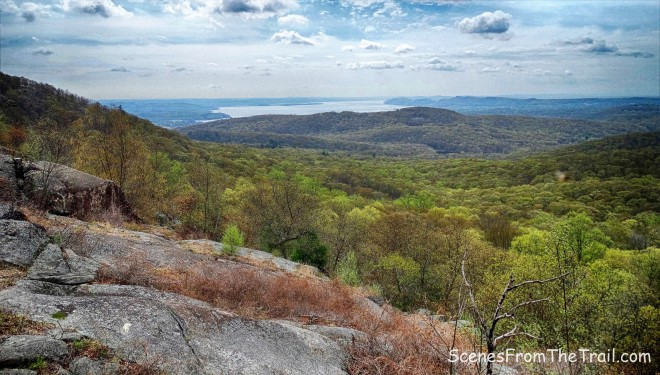 junction of the Ramapo-Dunderberg (R-D) Trail and Suffern-Bear Mountain (S-BM) Trail