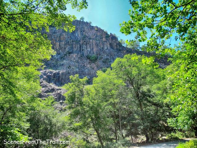 cliffs of Hook Mountain