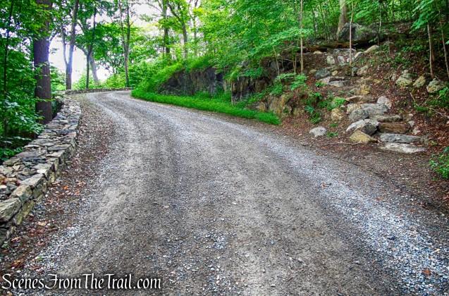 turn right on yellow-blazed Copper Mine Trail