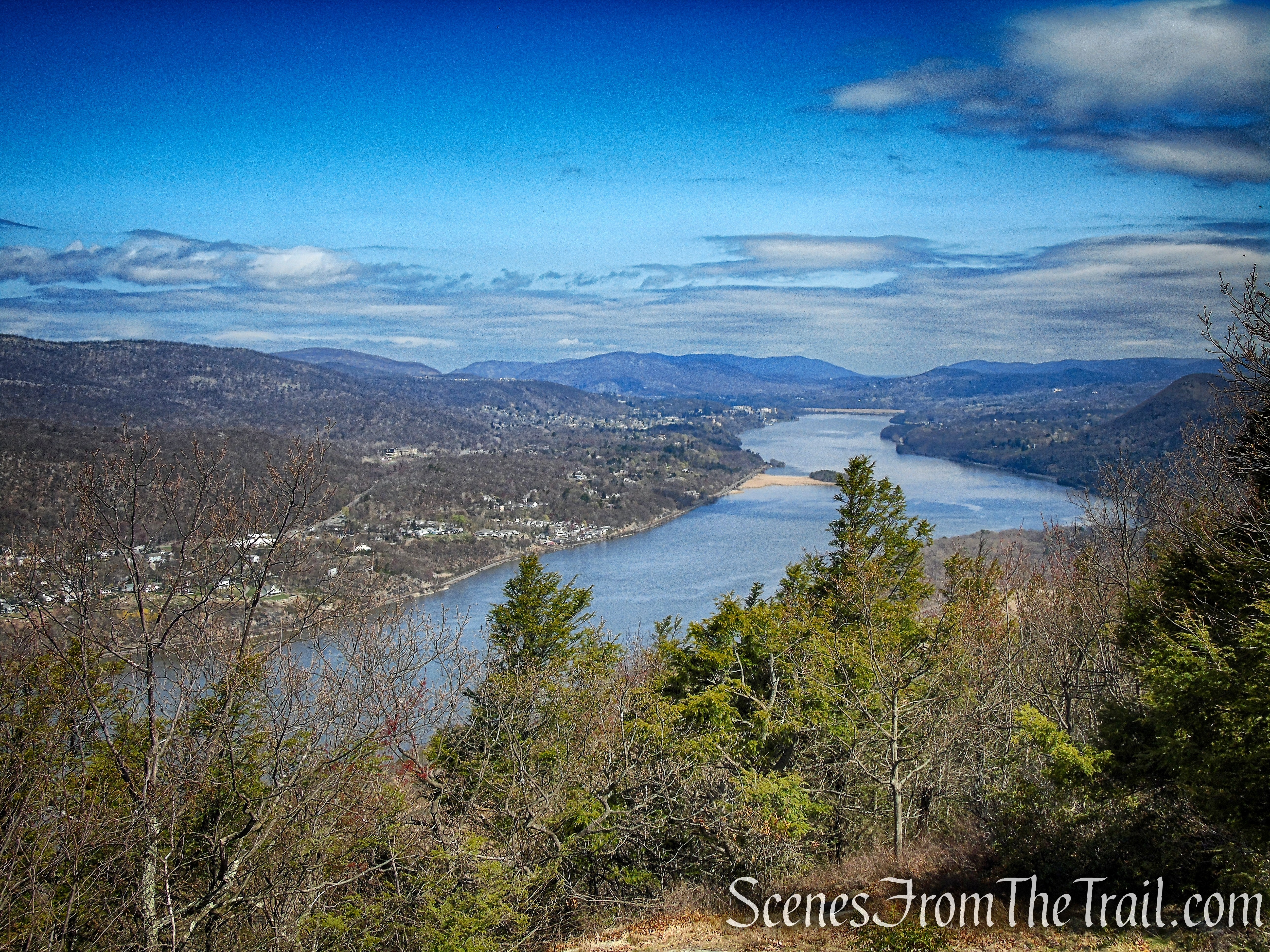 view north of the Hudson River from Anthony's Nose